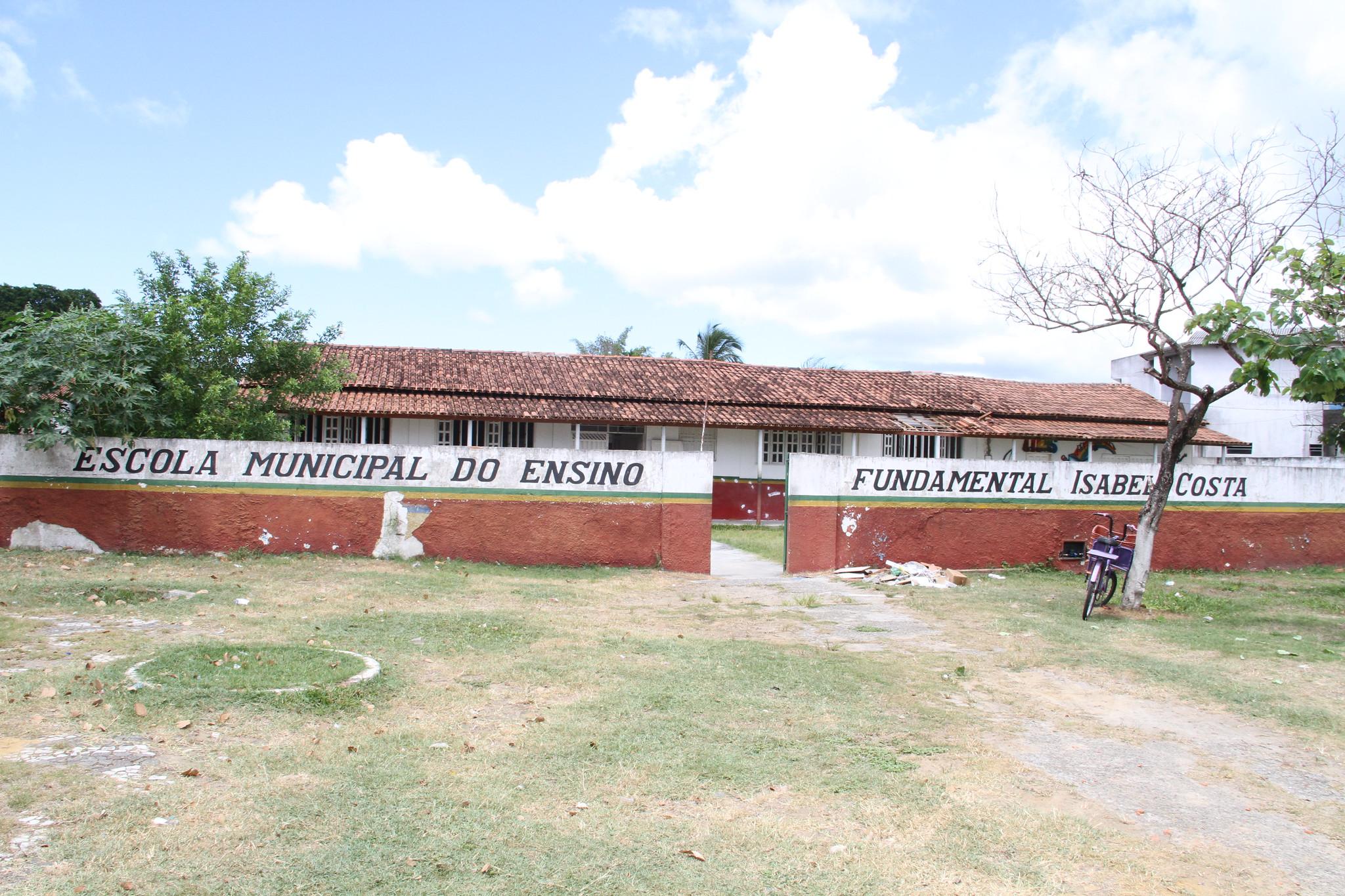 Prédio antigo da Escola Isabel Costa, atual sede da Secretaria de Educação de Caravelas