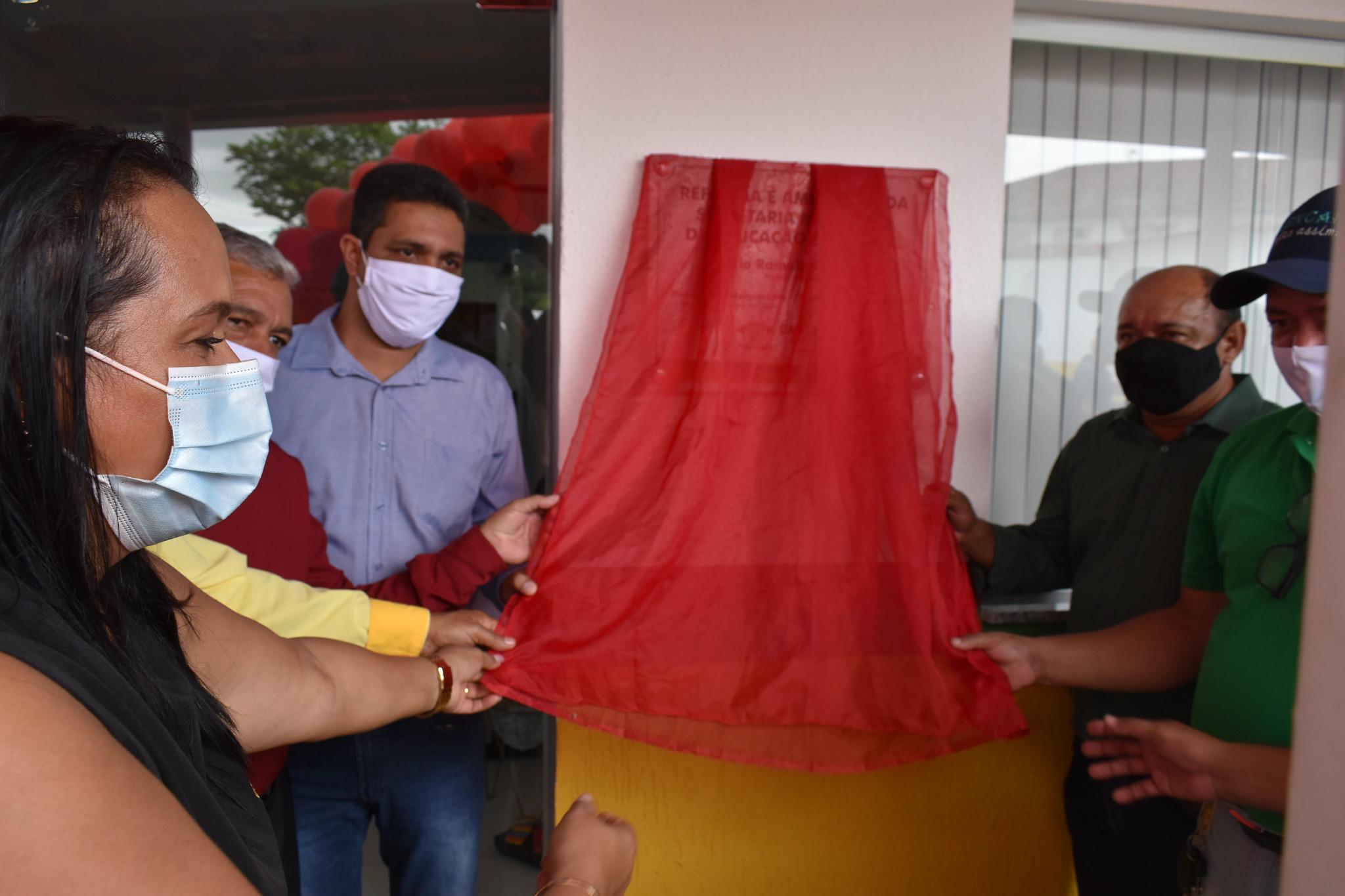 Descerramento da faixa inaugural das obras de reforma e revitalização da Secretaria de Educação de Caravelas (