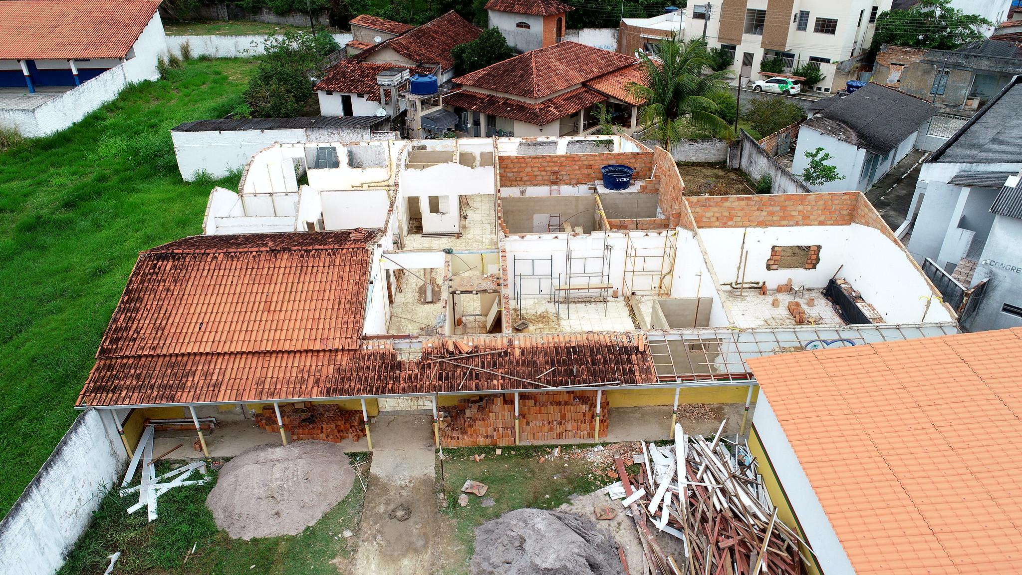 Vista aérea das obras de reforma e revitalização da sede da Secretaria de Educação de Caravelas (3)