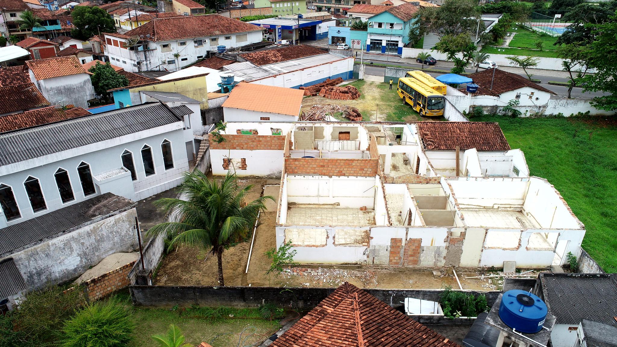 Vista aérea das obras de reforma e revitalização da sede da Secretaria de Educação de Caravelas (1)