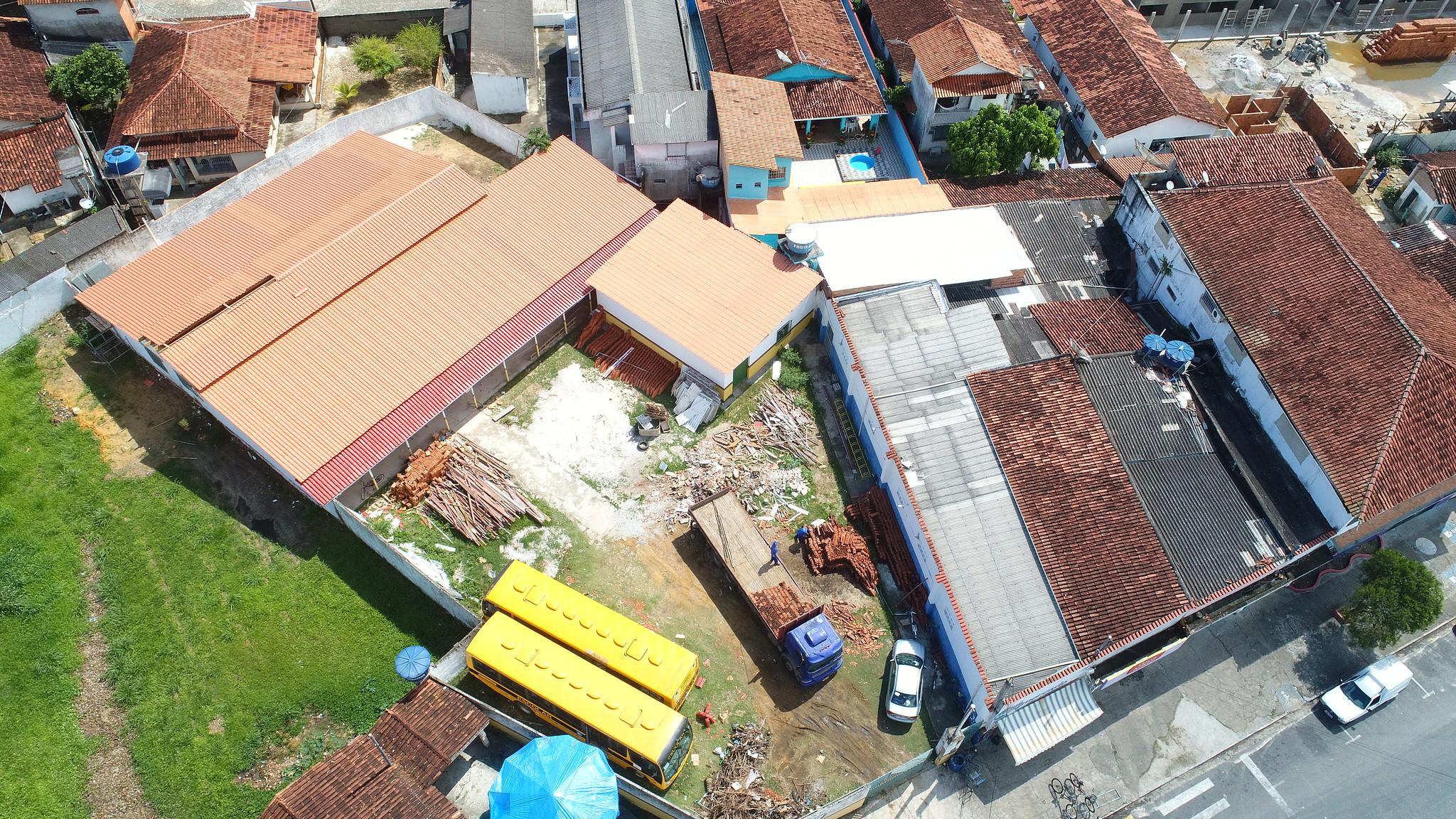 Vista aérea das obras concluídas no telhado da Secretaria de Educação de Caravelas (2)