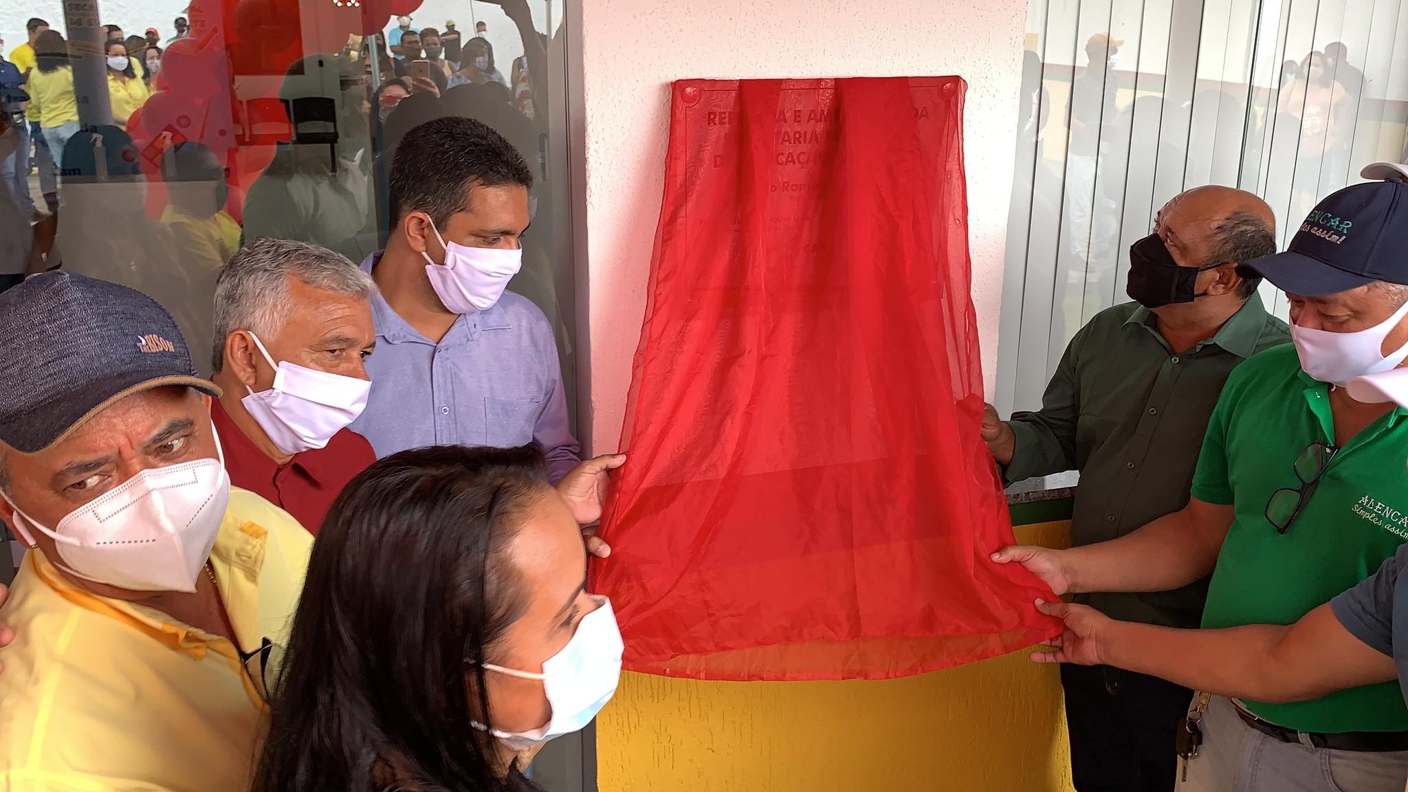 Descerramento da faixa inaugural das obras de reforma e revitalização da Secretaria de Educação de Caravelas (1)