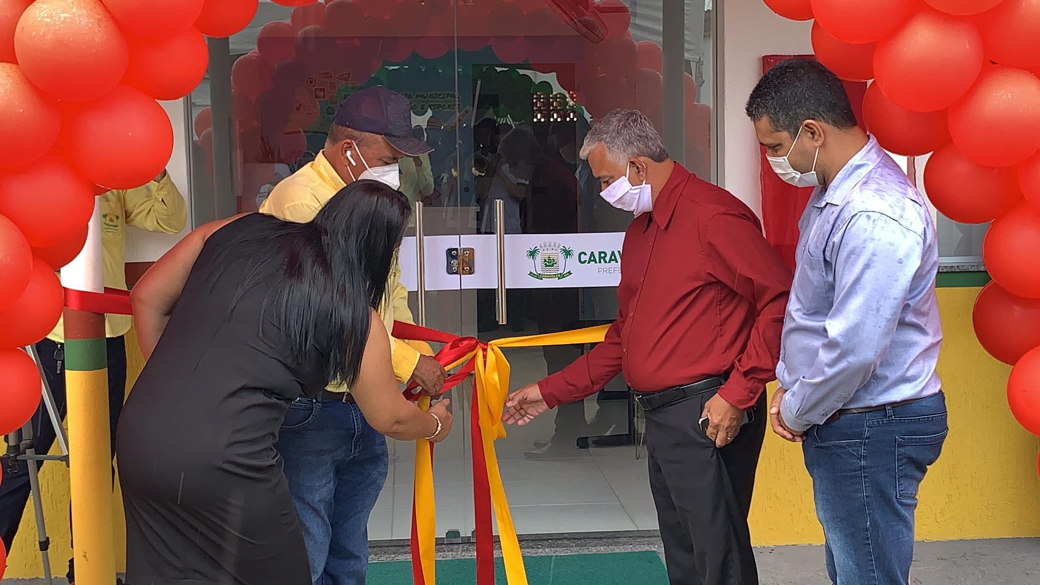 Descerramento da faixa inaugural das obras de reforma e revitalização da Secretaria de Educação de Caravelas ( (4)