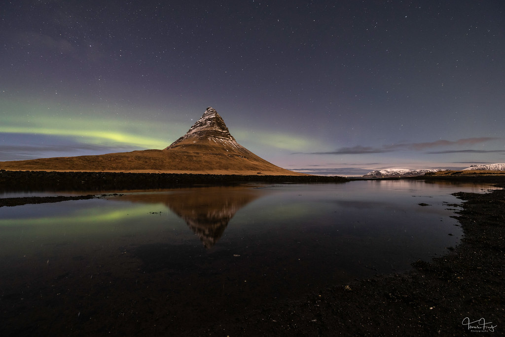 Reflecting aurora