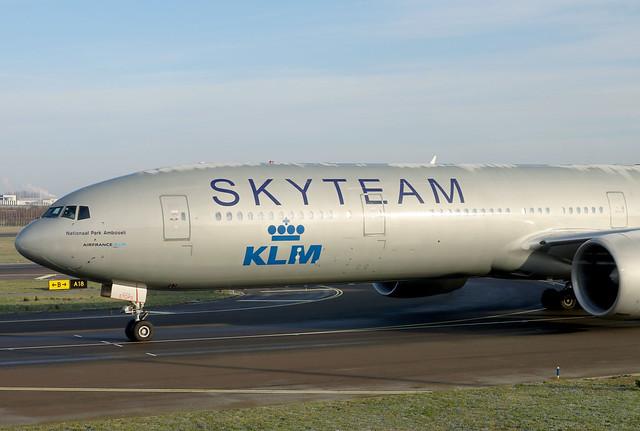 KLM B777-300ER PH-BVD departing AMS/EHAM