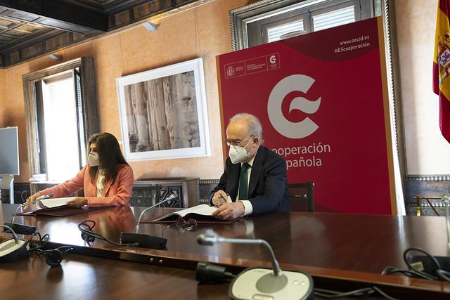Firma del convenio de colaboración entre la ASALE y la AECID para el desarrollo del programa de becas MAEC-AECID