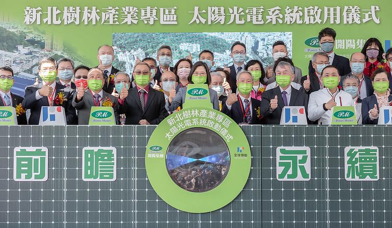 20210223總統蔡英文與業者合影。圖片來源:總統府