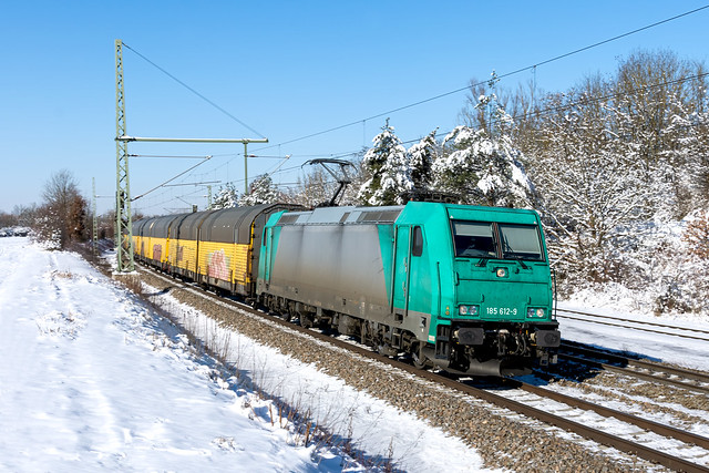 Autotransportzug im Winter