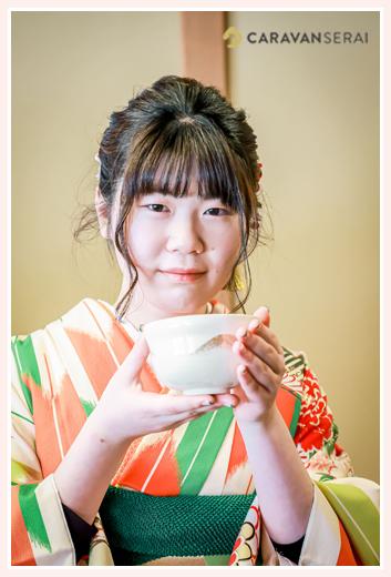成人式のロケーション撮影 茶室でお抹茶をいただく