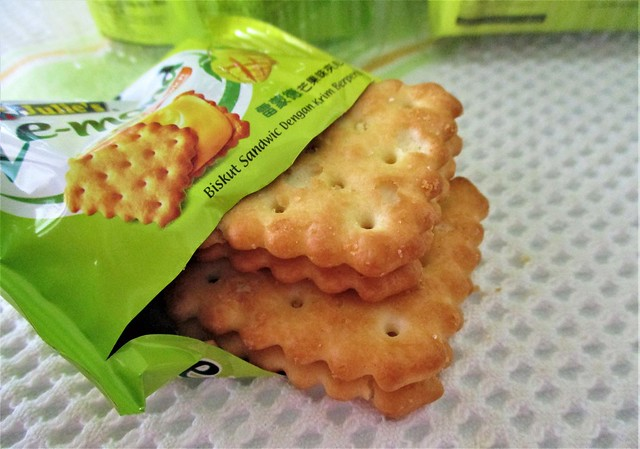 Julie's mango sandwich crackers