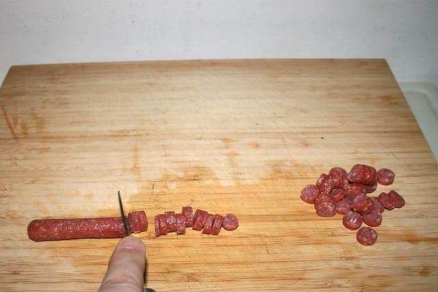 10 - Cut mini salami in slices / Mini-Salami in Scheiben schneiden