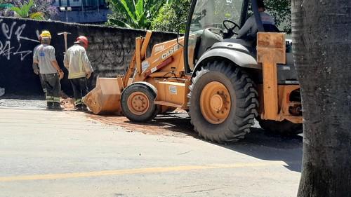 Obras de recuperação da rede de esgoto da Copasa (Rua Presidente kennedy, Sede Contagem)