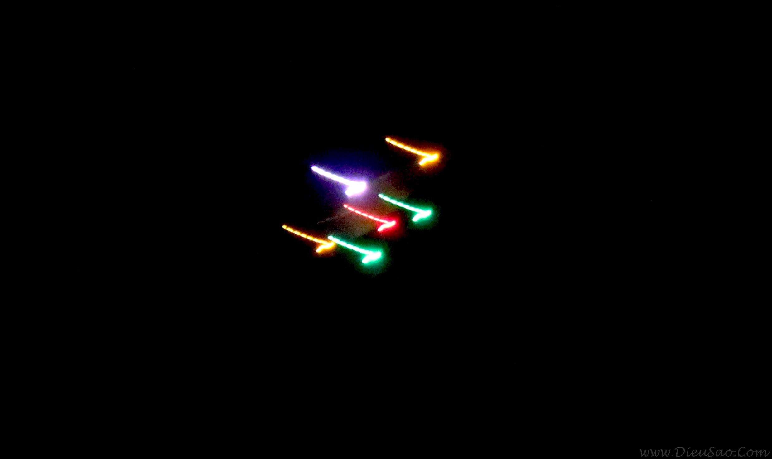 Diều lắp đèn thả trời tối