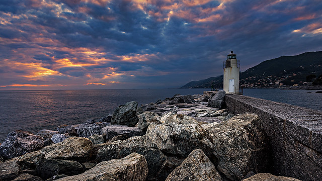 Observing the lighthouse