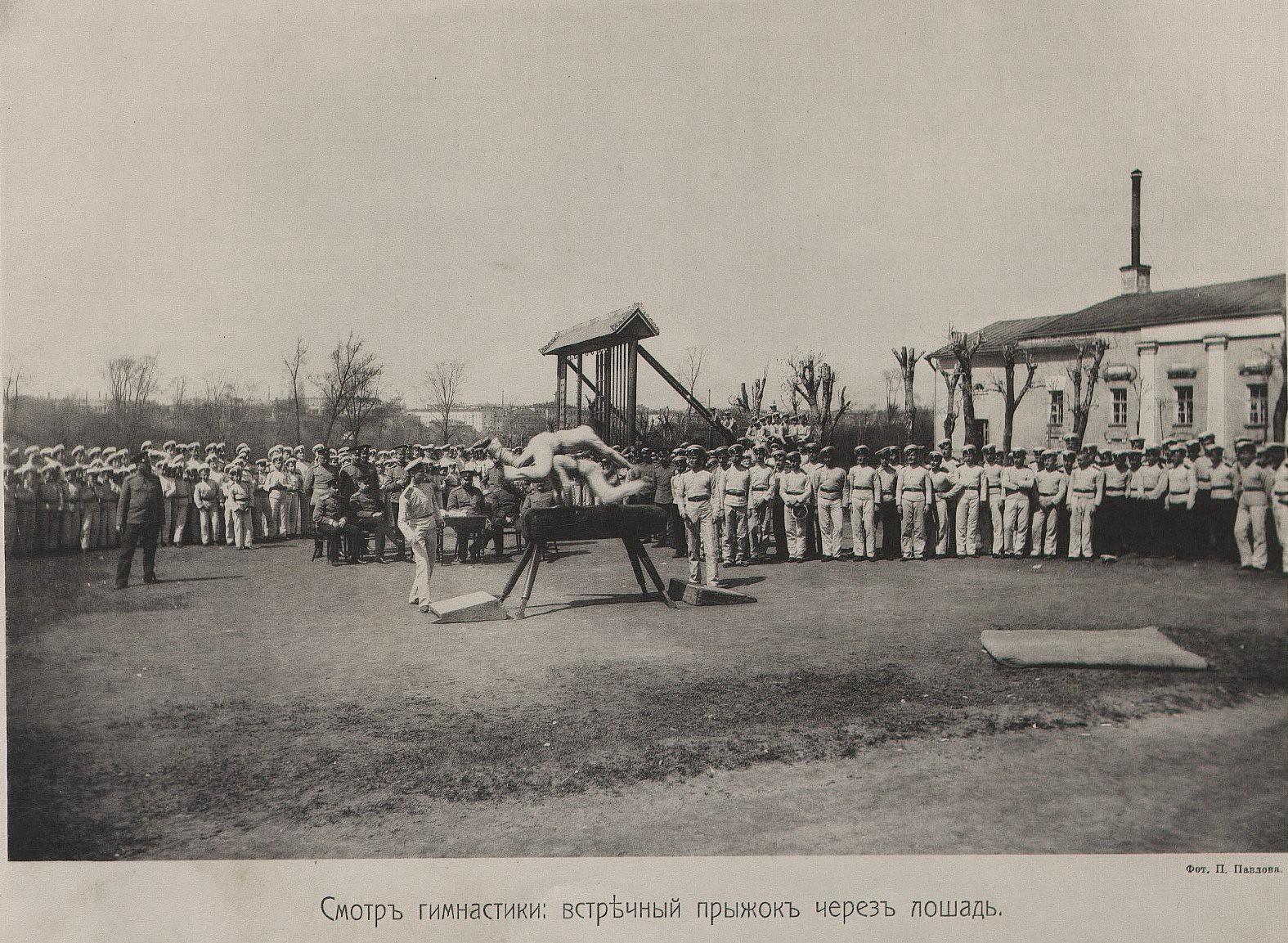 55. Смотр гимнастики. Встречный прыжок через лошадь