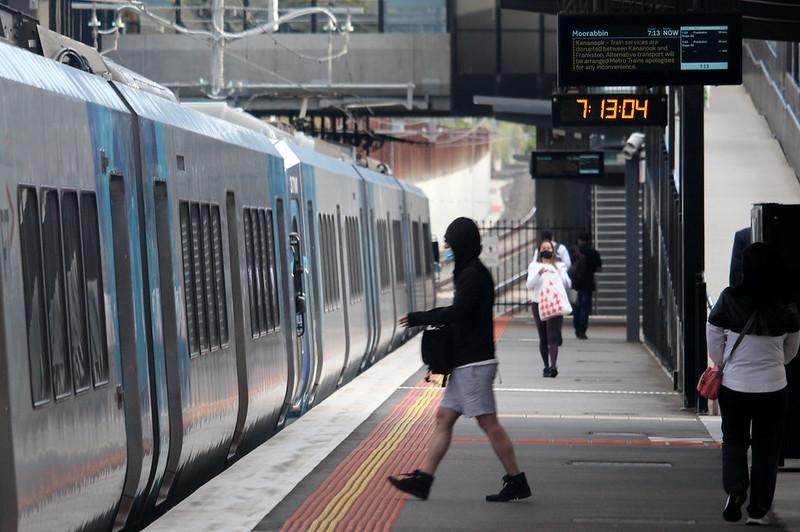 Train departing Bentleigh
