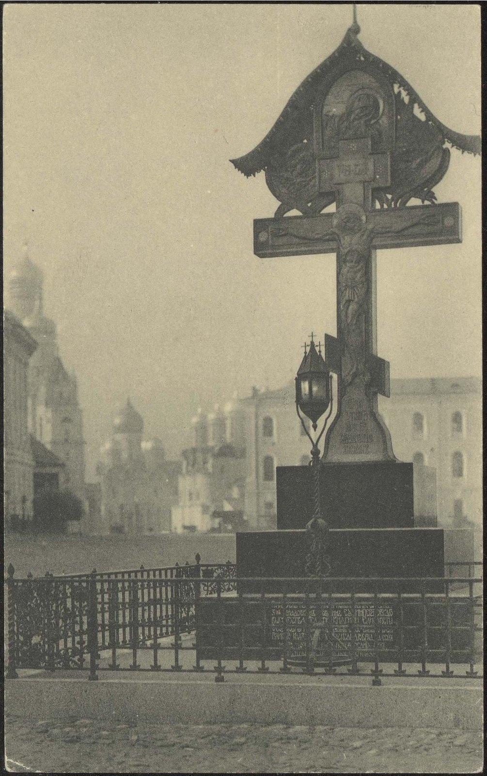 Кремль. Вид от Владимирских ворот на Сенатскую площадь