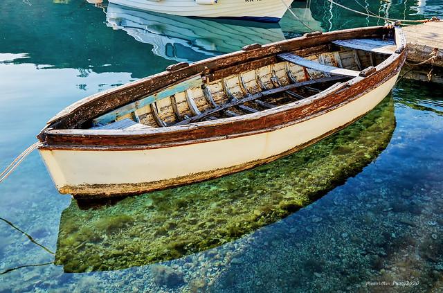 Stara barka u uvali Črišnjeva