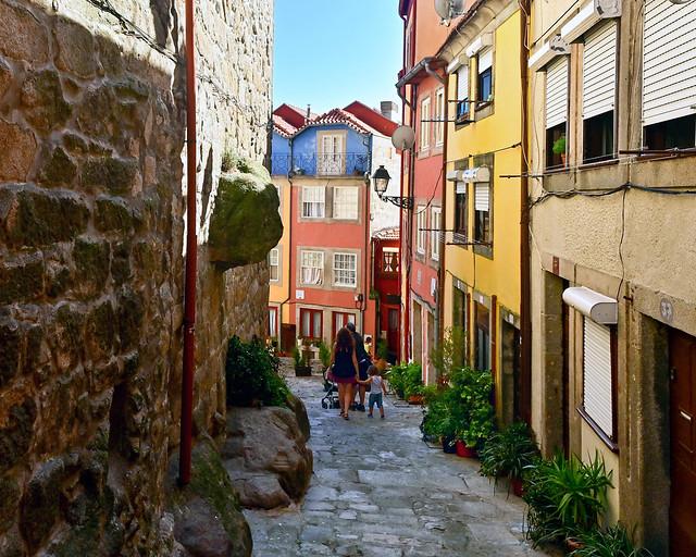 Barrio da Se de Lisboa por el Largo da Pena Ventosa