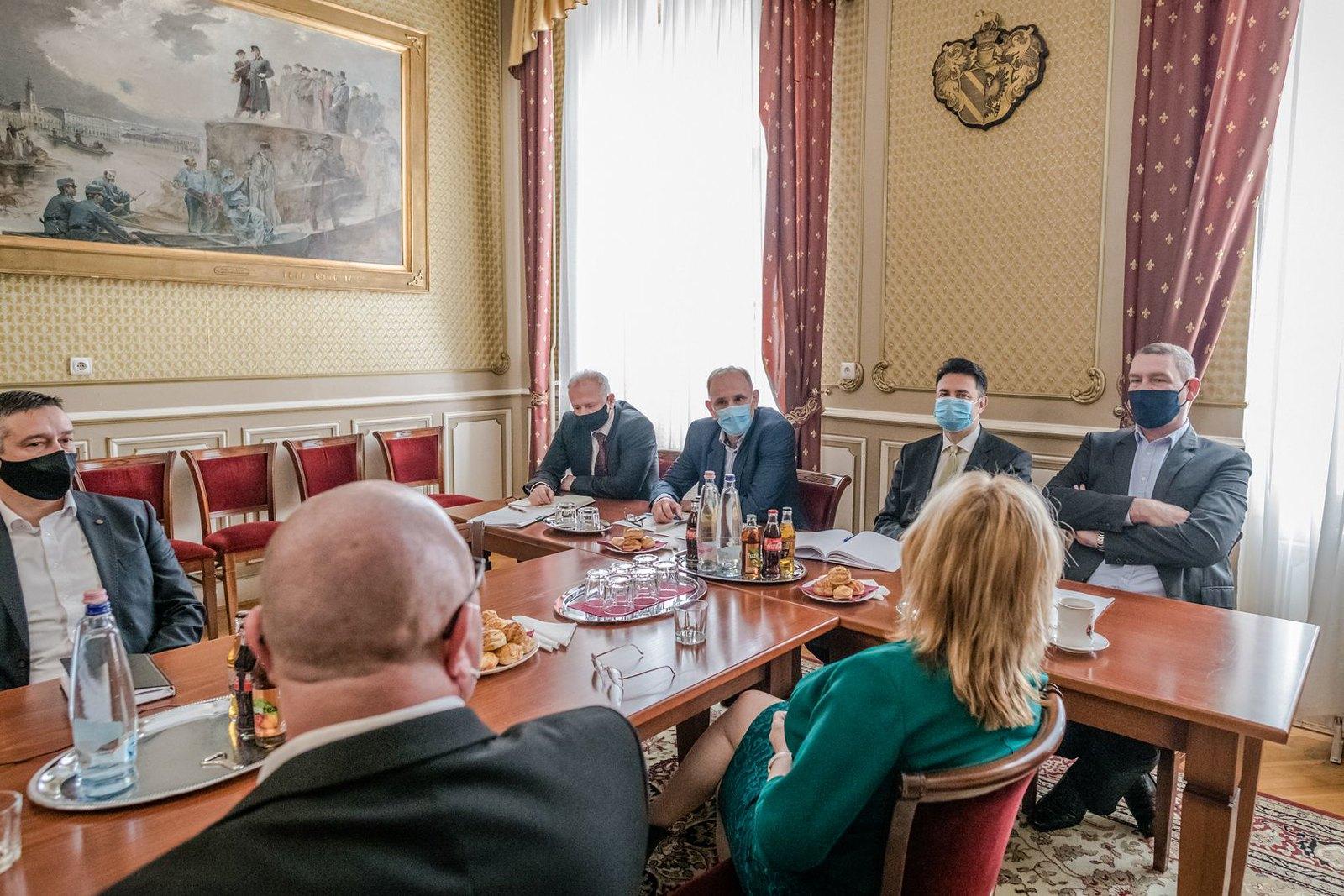 Ellenzéki polgármesterek ültek össze a szegedi városházán
