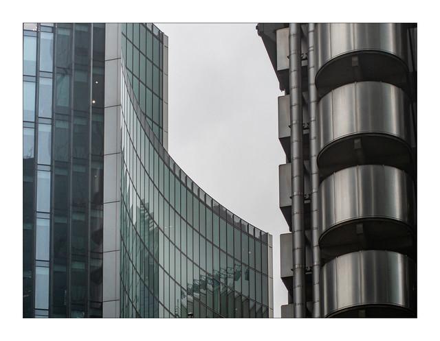Lloyds building (R), Willis Building (L)