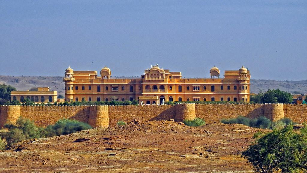 A beautiful castle !!
