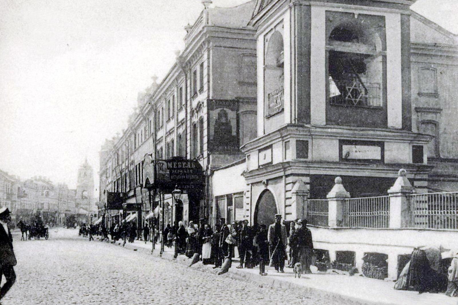 Сретенка. Колокольня церкви Троицы в Листах. Мебельный магазин. 1905