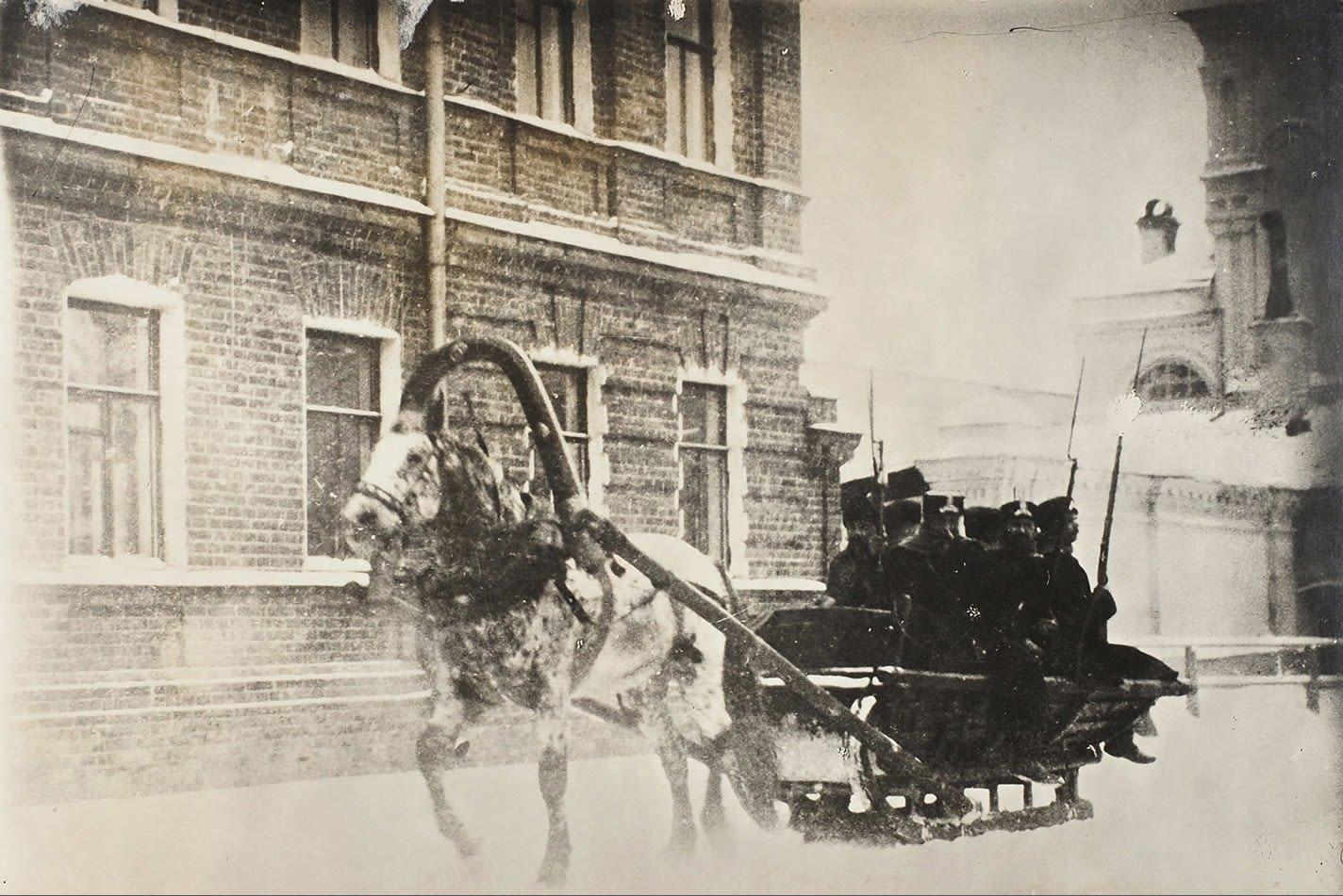 Малый Гнездниковский переулок. Вооружённая полиция на улицах Москвы. 1905