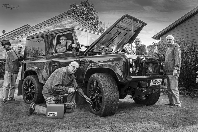 Land Rover - Many Hands Make Light Work