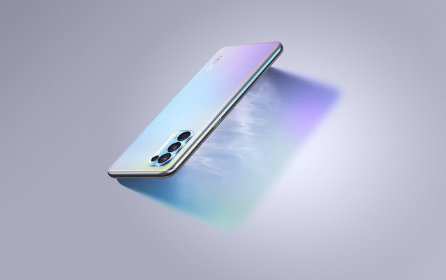 The new OPPO Reno 5 in the color Fantasy Silver(1)