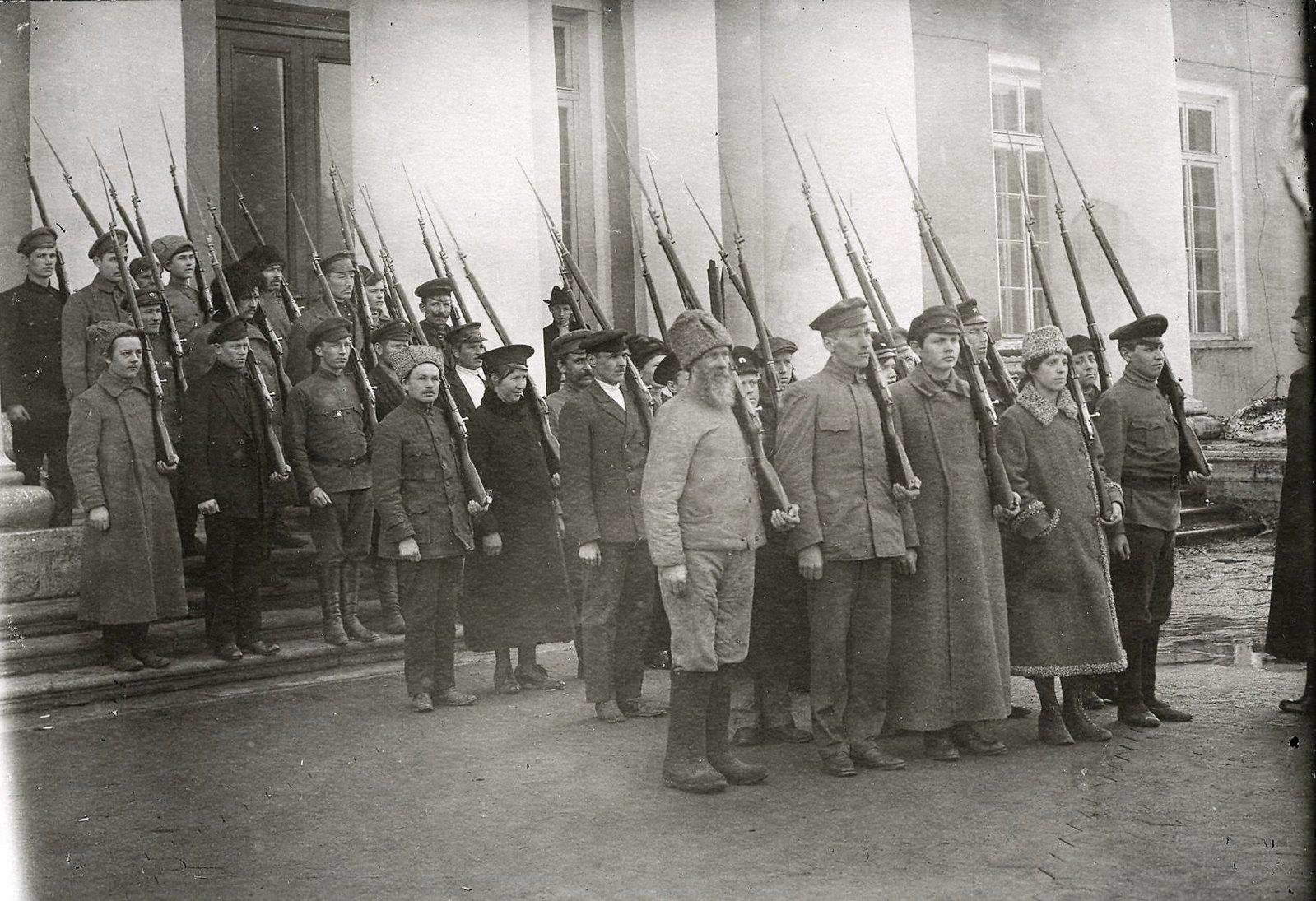 Студенты рабоче-крестьянского университета им. Зиновьева готовы к бою за свое право учиться