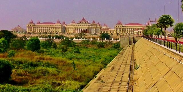 MYANMAR ,Burma - Naypyidaw /Hauptstadt -futuristisch auch das gewaltige Parlamentsgebäude, 78198/13423