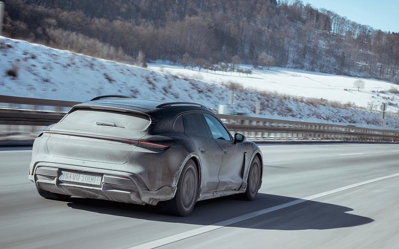 Porsche-Taycan-Cross-Turismo (4)
