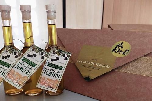 Las botellas y el pack especial del aceite de oliva virgen extra Caserío de Temisas