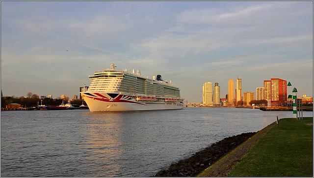 P&O Iona Rotterdam - vertrek departure Gouden uur