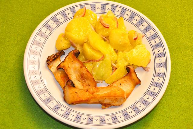 Februar 2021 ... Kräutersaitlinge mit Kartoffel-Gurken-Salat ... Brigitte Stolle