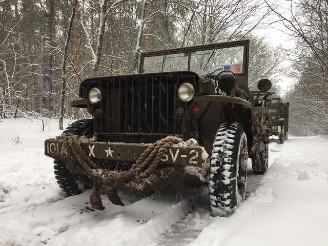 Voertuig in de sneeuw 2021
