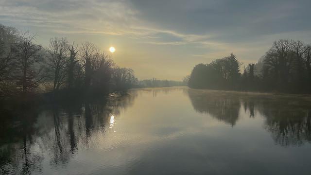 CH AG Morgenstunde mit Saharasand in der Luft, am Flachsee - Reuss Auen Landschaft bei Hermetschwil