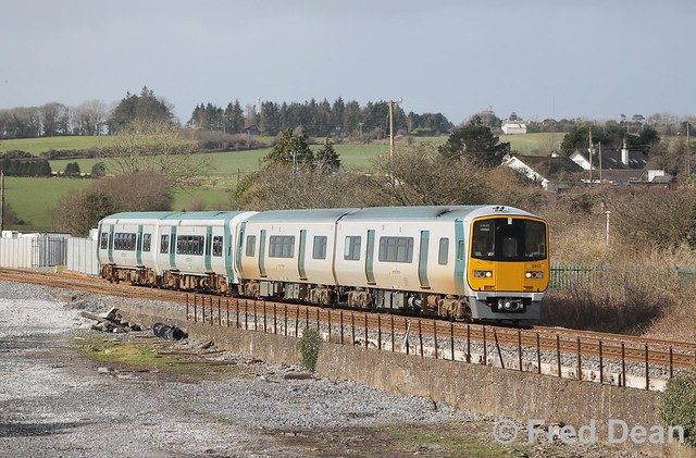 Irish Rail 2813/14 at Rathpeacon.