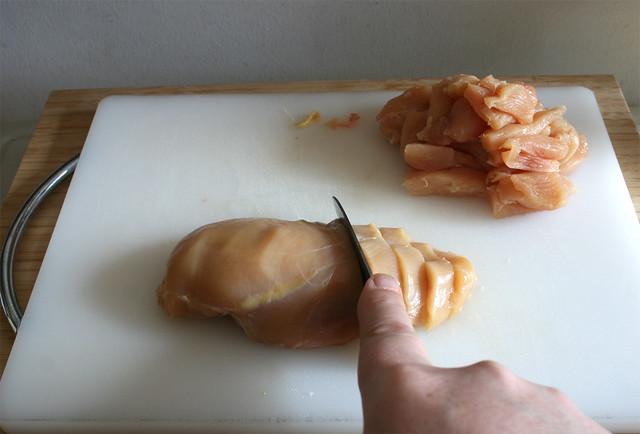 12 - Cut chicken breasts in stripes / Hähnchenbrust in Streifen schneiden