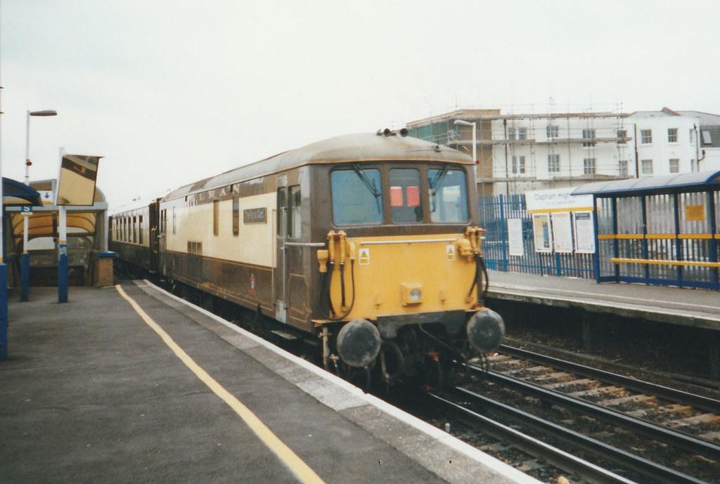 73 101 'The Royal Alex'' passing through Clapham High Street