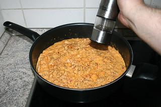 49 - Taste sauce with salt & pepper / Sauce mit Salz & Pfeffer abschmecken