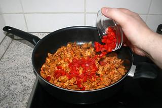 38 - Add diced bell pepper / Gewürfelte Paprika hinzufügen