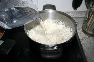 31 - Put hot water on rice / Mit heißem Wasser aufgießen