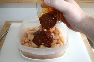 14 - Add marinade / Marinade addieren