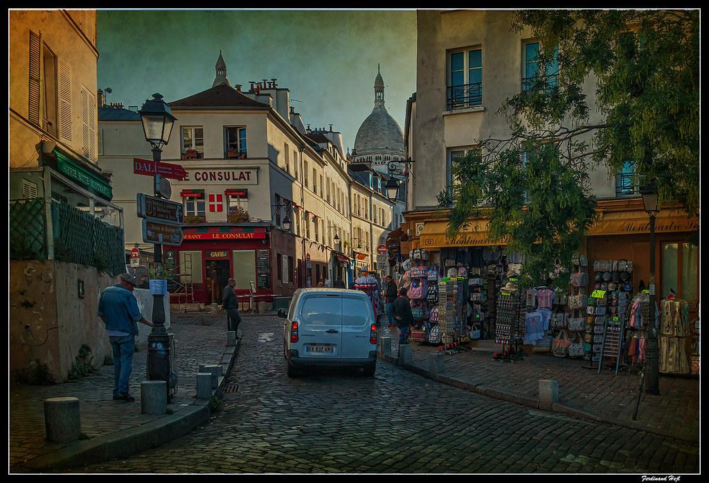 Paris, Montmartre, le matin sur la rue Norvins.