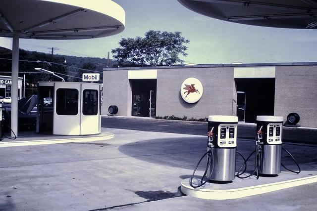 Found Photo - Eliot Noyes Designed Mobil Station 1966
