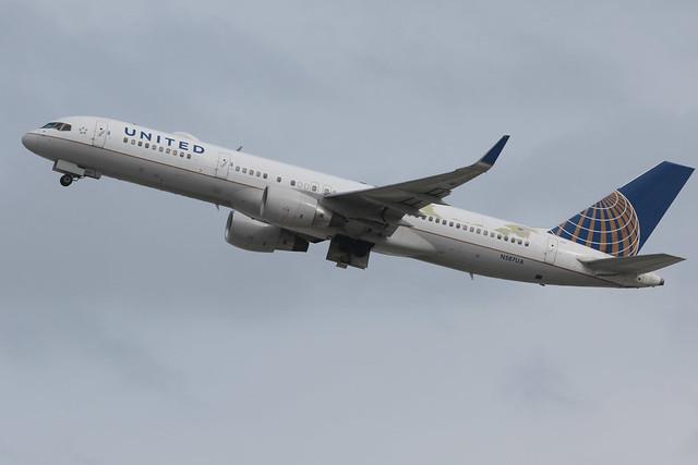 United Airlines Boeing 757-222 N587UA 200301 LAX