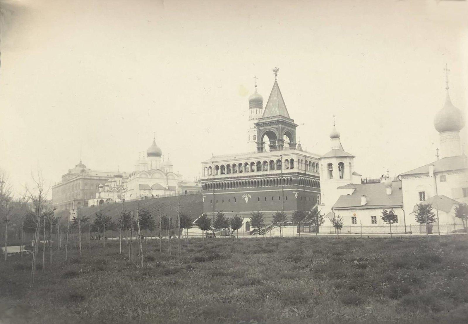 Вид на памятник Александру II