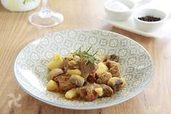 Guiso de carne, patatas y champiñones